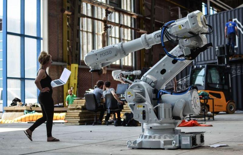 Uno de los robot-impresora capaz de imprimir acero. / MX3D