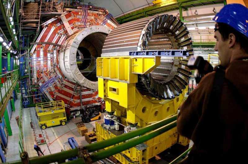 El Gran Colisionador de Hadrones (LHC) puede deparar grandes sorpresas en 2016.  EPA/MARTIAL TREZZINI