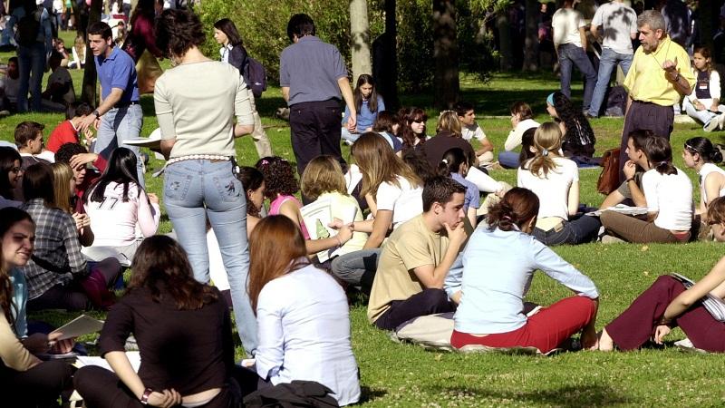 Estudiantes universitarios en la Complutense de Madrid./ EL ESPAÑOL