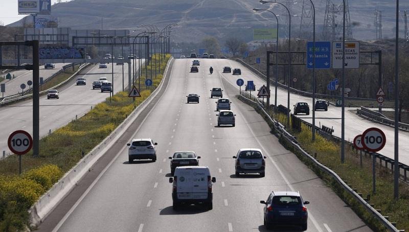 Vehículos en una carretera de Madrid. / El Confidencial
