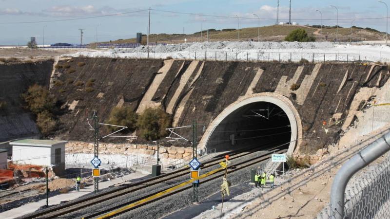 Otra pesadilla del AVE: tras 140 millones, el túnel el Regajal se agrieta y daña una reserva