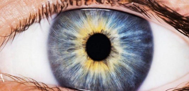 Facebook investiga cómo abrir los ojos en las fotos